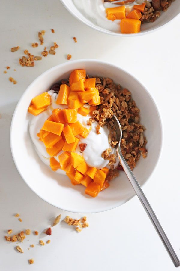 Granola breakfast bowls refined sugar free sprig vine this post is a part of sprig vines 100daysofsummer program your warm weather guide to eat well drink up cool down and chill out expect easy breezy ccuart Images